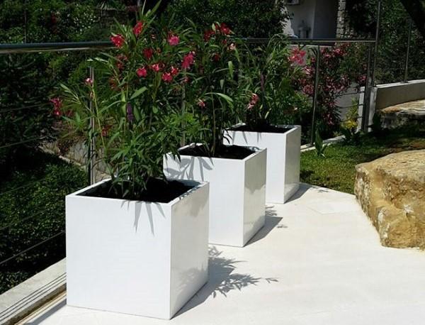 Kvetináči na terasách